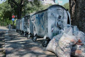 1100 l-es fém kukák, hulladéktömörítés hatékonyan