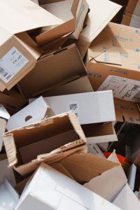 Karton dobozok bálázása LSM V5 bálázógéppel